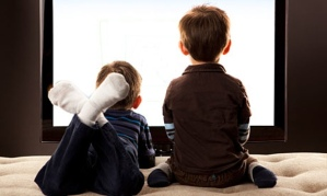 kids-watching-television-008